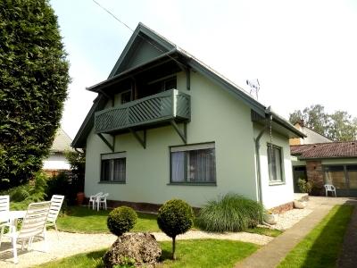 Ein Ferienhaus 150 m vom Balaton ist in Balatonlelle zu vermieten