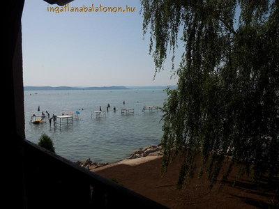 Ein Ferienhaus direkt am Ufer ist in Balatonboglár für max.Ein Ferienhaus direkt am Ufer ist für 11 Personen