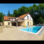 418, In Balatonszemes, 100 meters away from the beach a luxury apartment with a pool is for rent for 5   people in the Fsz. 2 apartment