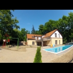 422, In Balatonszemes, 100 meters away from the beach a luxury apartment with a pool is for rent for 2+3   people in the Fsz. 1 apartment