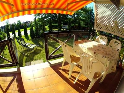 Balatonőszödi Hullám Üdülőparkban  vízközeli 2 szobás, kert kapcsolatos apartman max.5 főre kiadó