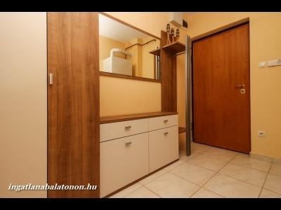 Balatonőszödi Hullám Üdülőparkban  vízközeli 2 szobás, kert kapcsolatos apartman max. 4+1 főre kiadó