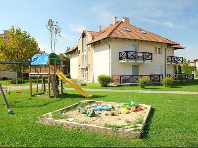 Vermieten im ersten Stock ein klimatisierte Appartement mit 2 Schlafzimmer in Balatonőszöd für 6 Personen und ein Baby