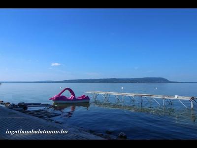 Balatonmáriafürdőn a Balatontól 500 méterre önálló jakuzzis nyaraló  kiadó