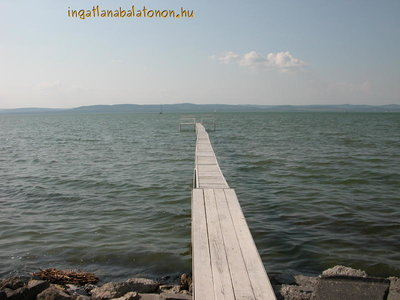 In Balatonszárszó 50 sqm house with own coast is for rent for max. 6   persons